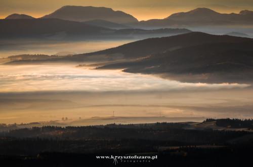 Jezioro Orawskie zakryte przez mgłę...