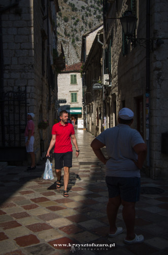podążam uliczkami Kotoru..