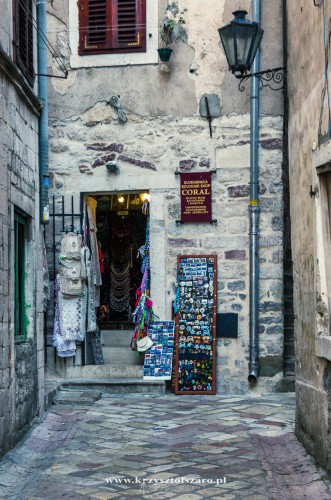 uliczki Kotoru...