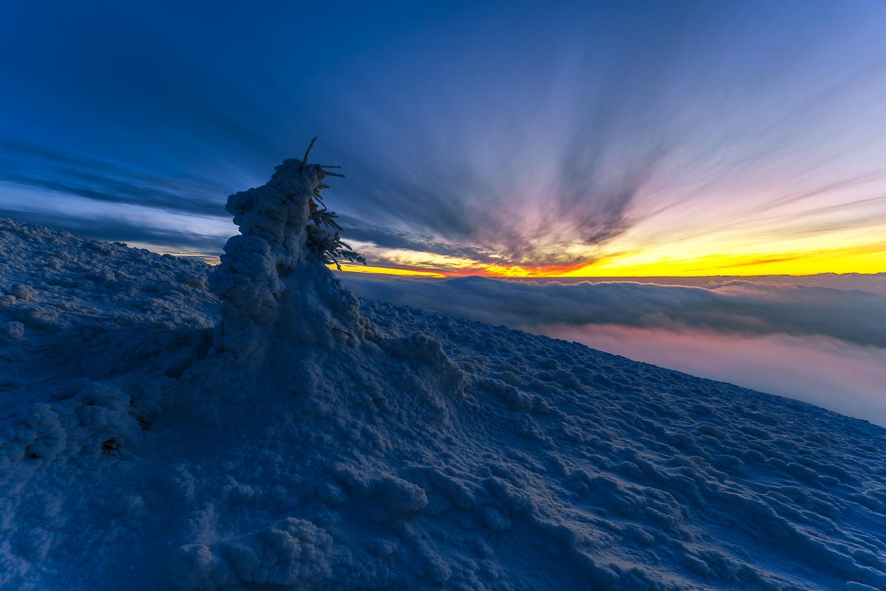 ten obserwator również czeka na wschód słońca :-)